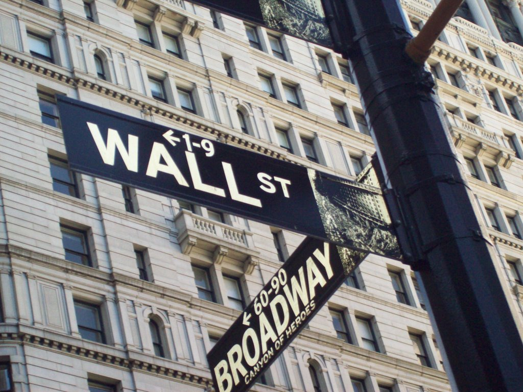 "insider trading and the movie wallstreet When most people think of insider trading, they probably think of gordon gekko, the corrupt financier played by michael douglas in the 1987 film ""wall street"" in the movie, the hot tips were ."
